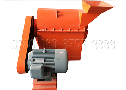 Chicken manure compost crusher in chicken manure composting system