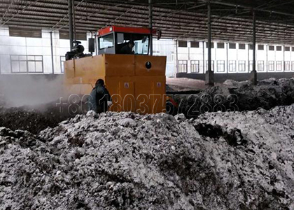 Windrow Compost Turner Work in the Poultry Farm